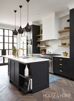 Designer Charlie Coull overhauls a closed-off Victorian kitchen and turns it into an open-concept space ideal for entertaining. Kitchen Design Open, Small Space Kitchen, Kitchen Tops, Interior Design Kitchen, New Kitchen, Small Spaces, Kitchen Designs, Kitchen Pantry, Small Apartments