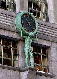 In 1853 Charles Tiffany commissioned his good friend Henry Frederick Metzler to carve a tall figure of Atlas to be situated over the entrance of Tiffany's at 550 Broadway, NYC. He holds a clock four feet in diameter. Unusual Clocks, Cool Clocks, Big Clocks, As Time Goes By, A Moment In Time, Antique Clocks, The Doors, Architecture Details, Gothic Architecture