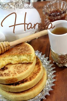 Moroccan Harcha recipe (bi asmid) with yogurt and scented with orange blossom water. Moroccan Breakfast, Moroccan Bread, Morrocan Food, Vegan Breakfast Muffins, My Recipes, Dessert Recipes, Middle East Food, Crepes And Waffles, Home Baking