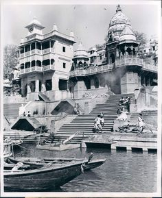 Manikarnika Ghat (Main Hindu Creamation Ghat) in Varanasi (Benares) - 1952 Basic Sketching, Watercolor City, Watercolour, Shiva Shankar, Indian Architecture, Indian Art Paintings, India Tour, Hindu Temple, Pictures To Paint