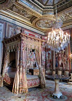 Chandelier - Chateau de Fontainebleau , France