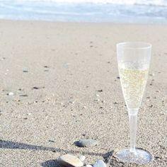 【mayumin57】さんのInstagramをピンしています。 《Beach にも持参😋🍾✨ ﹆ 平和❤️ ﹆ また行きたいシリーズ😋 ﹆ 旅の想い出❤️ ﹆ #ビーチ  #beach  #海 #トレモリーノス  #travel  #旅  #旅人  #ひとり旅  #一人旅  #trip  #スペイン  #Spain  #ワイン #wine  #シャンパン  #champagne #CAVA  #ワイン女子 #lifestyle  #fashion  #beauty #coordinate  #camera #グルメブロガー  #gourmetblogger  #旅ブロガー  #travelblogger  #memory》