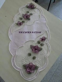 This Pin was discovered by Nev Embroidery On Clothes, Embroidery Applique, Embroidery Designs, Beaded Flowers, Fabric Flowers, Lace Beadwork, Penny Rugs, Ribbon Work, Lace Making