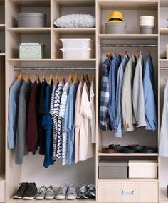 Aménager un dressing est idéal pour stocker les vêtements, organiser les accessoires ou essayer ses tenues devant un miroir lumineux, encore faut-il optimiser cet espace. La penderie, les tiroirs et les étagères permettent d'organiser un dressing fonctionnel et adapté aux besoins de chaque garde-robe.
