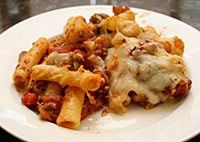 BAKED ZITI WITH GROUND BEEF | Baked ziti with ground beef, green pepper, onion, tomatoes, basil, oregano, garlic powder, mozzarella cheese, and cooked ziti or macaroni. CLICK FOR RECIPE
