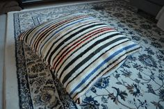 Pojan syntym�p�iv� teemaa valmistelemassa Throw Pillows, Bed, Home, Toss Pillows, Cushions, Stream Bed, Ad Home, Decorative Pillows, Homes