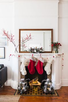Decorating Your Holiday Mantel
