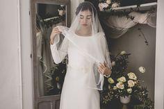 Vestido de novia manga larga. Cuerpo de crep. Velo tul de seda. Colección Mélancolie, Alejandra Svarc.