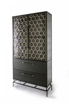 Rondelle armoire by John Pomp