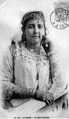 "Africa | ""La belle Ouridah"".  Algeria.  Dated 1904. || Vintage postcard; collection Ideale P.S"