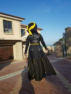 ✩ Stop searching and get inspired now! South African Traditional Dresses, Traditional Outfits, African Wear, African Dress, Xhosa Attire, Ghana Wedding, Rajputi Dress, Fabulous Dresses, African Fashion Dresses