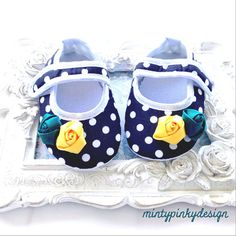 Black polka dot baby shoes, Mary Jane baby Shoes, Red Christmas shoes, baby crib shoes, Baby girl Red shoes