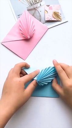 Amazing card envelope diy - DIY Hacks - Diy And Crafts Diy Crafts Hacks, Diy Crafts For Gifts, Diy Home Crafts, Diy Arts And Crafts, Creative Crafts, Diy Gifts Videos, Paper Crafts Origami, Diy Paper, Fun Origami