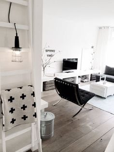 Did you know? Black, grey and white are the most chosen colors for a home with a Mid Century Modern touch to it. #funfacts #interiordesign #midcentury #homedecor #barcelonachair #ludwigmiesvanderrohe