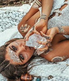 This festy babe is decked out in festytatts! Recreate your own festival look by shopping the link in our bio! We have tons of flash tat kits that will suit any look  #shopnow #festylove . . . . . . . . . . . . #festivalgear #flashtats #festivalwear #boho #bohobabes #desertstyle #gold #silver #metallic #festy #festytatts #standout #desertvibes #festivalstyle #instaworthy #instalike #instafamous #instalove #photooftheday #flashtattoos #flashtat #coachella #bohemian #bohemianstyle…