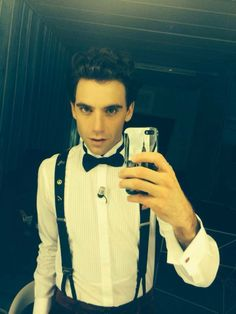 Mika backstage before X Factor. 21Nov2013 He reminds me to Neremy Irons is it even possible???!