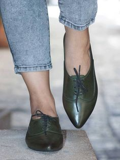 Amazing hand dyed leather oxford shoes made with love in our Tel-Aviv workshop. The shoes has no lining what makes the shoes extra comfortable. ★ Hand Painted Leather Top ★ TPR Sole ★0.8 cm Heel This model also available in Brown & Green combination at:
