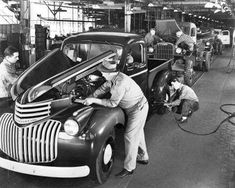 1945 Chevrolet Pickup Assembly Line, Norwood, Ohio 1946 Chevy Truck, Chevy Pickup Trucks, Classic Chevy Trucks, Gm Trucks, Chevrolet Trucks, Cool Trucks, Old Chevy Pickups, Chevy 3100, Classic Gmc