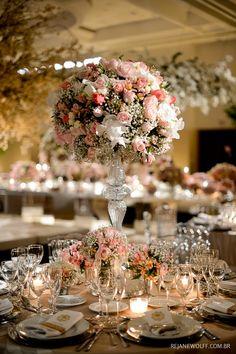 """O tema desta decor era """"palácio de inverno"""". Amo os tons em rosa e branco e a árvore francesa. Decoração: Fábio Borgatto e Telma Hayashi   Foto: Rejane Wolff"""