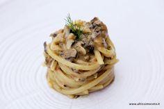 Linguine con scuncilli (conchiglioni di mare), ricci e alghe by Chef Gennaro Esposito, La Torre del Saracino - 2* #Michelin #ViaggiatoreGourmet #AltissimoCeto