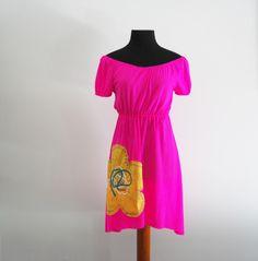 Vestido campesino rosa flúor c/ flor amarilla. Disponible en otros colores y tallas. Visita la tienda en @artesanio