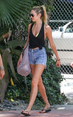Candice Swanepoel - Candice Swanepoel Hangs Out in Miami