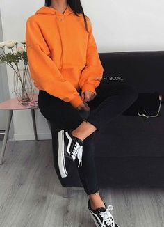 I like this outfit because its quite casual but stylish and something my influencer would wear Mode Streetwear, Streetwear Fashion, Mode Outfits, Casual Outfits, Fall Winter Outfits, Summer Outfits, Orange Outfits, Orange Clothes, Orange Top Outfit