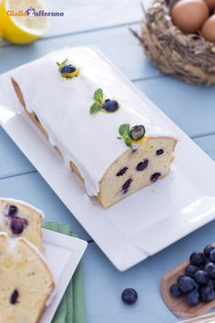 Facile da fare e facile da ricordare: la ricetta del #Poundcake ha una storia molto antica, risalente all'Inghilterra del Settecento. Noi abbiamo voluto personalizzarla con #mirtilli e glassa al #limone. #ricetta #GialloZafferano #England