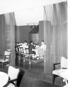 Dining room at Hotel Benjamin Franklin, 1954
