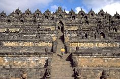 Borobudur Temple, is a 9th-centuryMahayanaBuddhistmonumentinMagelang,Central Java,Indonesia
