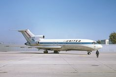 Midway in the fall of 1970; the building in the right background was the former headquaters of United, and later Midway (first version) airlines United Airlines Boeing 727-22 N7058U c/n 18865 October 17, 1970 Photo by: George W Hamlin