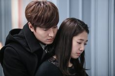 """Heirs"": Lee Min Ho's 1-Minute Back Hug With Park Shin Hye 