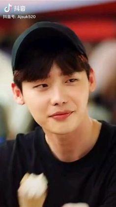 Korean Drama Stars, Korean Drama List, Jung So Min, Lee Jung Suk Wallpaper, Lee Jong Suk Hot, Kang Chul, W Two Worlds, Han Hyo Joo, Handsome Korean Actors
