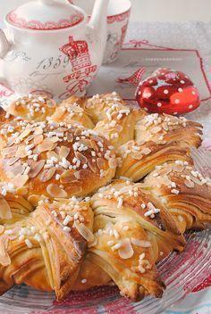 stella di brioche natalizia Good Morning Breakfast, Breakfast Cake, Best Breakfast, Xmas Food, Christmas Baking, Christmas Casserole, Christmas Breakfast, Cata, International Recipes
