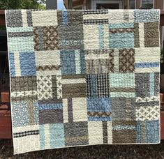 Layer Cake Quilt Patterns, Layer Cake Quilts, Patchwork Quilt Patterns, Quilt Patterns Free, Patchwork Bags, Layer Cakes, Grey Quilt, Blue Quilts, White Quilts