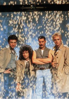 Queen - John Deacon, Brian May, Freddie Mercury and Roger Taylor - Princes of the Universe video shoot. John Deacon, Queen Pictures, Queen Photos, Musica Love, Princes Of The Universe, Queens Wallpaper, A Kind Of Magic, We Are The Champions, Roger Taylor