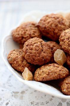 Я так люблю овсяное печенье, что уже перепробовала не один рецепт. Как правило, все рецепты овсяного печенья очень простые, и этот рецепт - не исключение