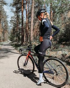 Bicycle Women, Bicycle Girl, Cycling Shorts, Cycling Outfit, Triathlon, Female Cyclist, Cycling Girls, Bike Style, Athletic Women