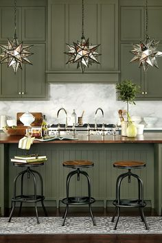 Love the Moravian Stars for pendant lighting. Clever idea! How to Choose the Right Stools for your kitchen