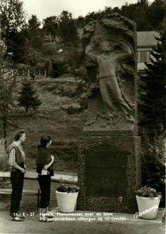 """Nordland fylke Narvik Monument over de falne fra panserskibene """"Norge""""  og """"Eidsvold"""" Utg Normann"""