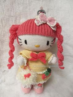 Amigurumi @ Charlene Gift n Craft Not sure whether its HelloKitty but its adorable! The details!