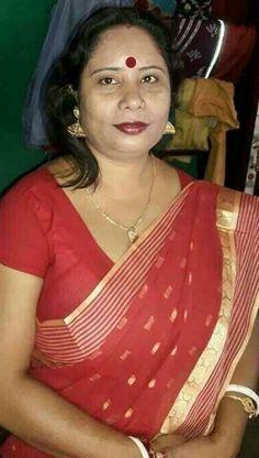 Beautiful Women Over 40, Beautiful Women Pictures, Beauty Full Girl, Beauty Women, Vidya Balan Hot, Beautiful Housewife, Older Beauty, Indian Girls Images, India Beauty