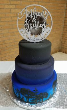 Night Sky Wedding Cake. Space Wedding Cake. Star Wedding Cake. Science Wedding Cake. Science Themed. Star Themed. Night Sky Themed. Wedding Cake. Wedding Planning. Forest Wedding Cake.