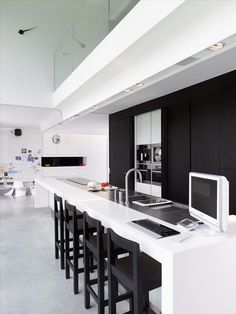 Black and white kitchen - freaking close to perfect
