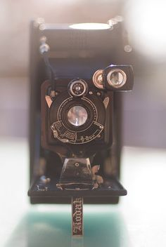 kodak - vintage camera , I soooo have one of theses Antique Cameras, Old Cameras, Vintage Cameras, Vintage Love, Vintage Photos, Vintage Items, Bokeh Photography, Vintage Photography, Best Camera