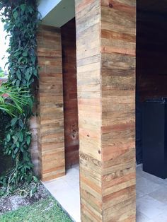Read more about Pallet Projects Pallet Barn, Pallet Wall Art, Pallet House, Pallet Crafts, Diy Pallet Projects, Wood Projects, Pallet Ideas, Wooden Columns, Wood Cladding