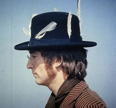 Folk of genius: The 5 strangest habits of John Lennon