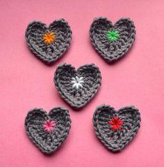 Hartjes haken : gratis haakpatroontje / crocheting little hearts : free crochet pattern | vicarno's mama | Bloglovin'
