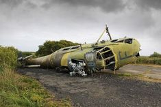 Abandoned-helicopters-at-Predannack-Airfield.jpg (800×534)