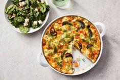 We <3 frittata: aardappel, ei en ui in een ovenschaal en klaar ben je. Nou ja, bijna dan. Vergeet de dille er niet over te strooien! Frittata, Oven Dishes, 20 Min, Vegetable Pizza, Love Food, Foodies, Veggies, Healthy Recipes, Healthy Food